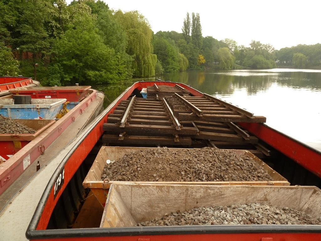 Transport der Baumaterialien auf dem Wasserweg