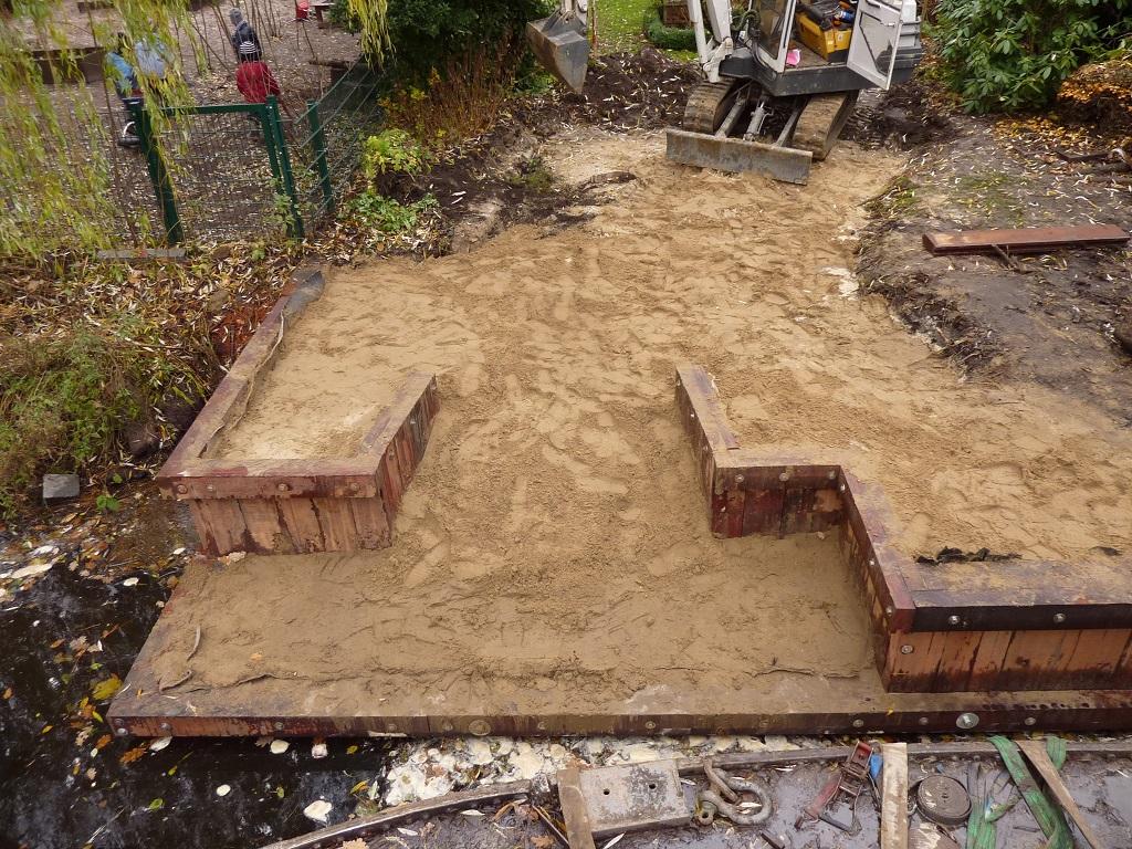 Rückbau eines Bootsbunkers, Abfuhr von Schrott, Betonbrocken und Grünschnitt auf dem Wasserweg.